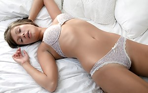 Girls Sleeping Porn Pictures